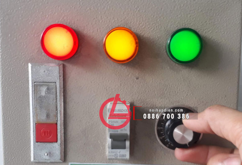 Nút điều chỉnh công suất và nhiệt độ